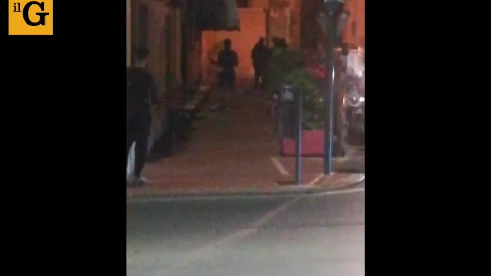 """Rissa tra migranti di notte a Ventimiglia, la gente urla: """"Basta"""""""