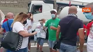 Whirlpool, gli operai di Napoli bloccano l'autostrada