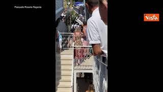Capri, paura nello stabilimento balneare in cui è precipitato un minibus