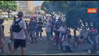 Proteste contro il G20 a Napoli, la manifestazione in porto