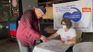 Vasco Rossi firma il referendum per l'eutanasia legale