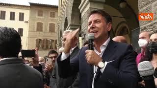 Giuseppe Conte parla di Renzi, contestato il leader di Italia Viva dal pubblico