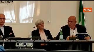 Rizzo strappa i trattati europei davanti a Letta durante confronto per le Suppletive di Siena