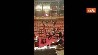 """""""Vergognatevi"""", protesta in Aula di Alternativa c'è sul Ddl penale con i palloncini lanciati in aria"""