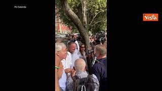 Amministrative Roma, faccia a faccia Calenda - Salvini al mercato di Porta Portese