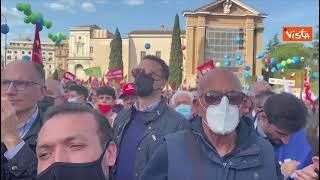 Mai più fascismi, Letta segue interventi dei sindacati fra la folla in Piazza San Giovanni