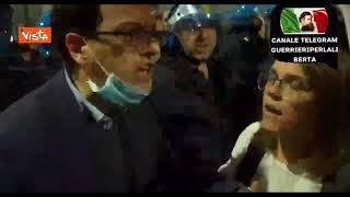 No green pass a Milano, tensione tra manifestanti e polizia