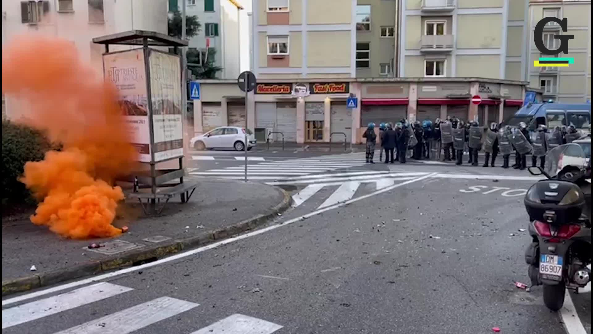 Altri blocchi e nuovi scontri nella zona del porto di Trieste
