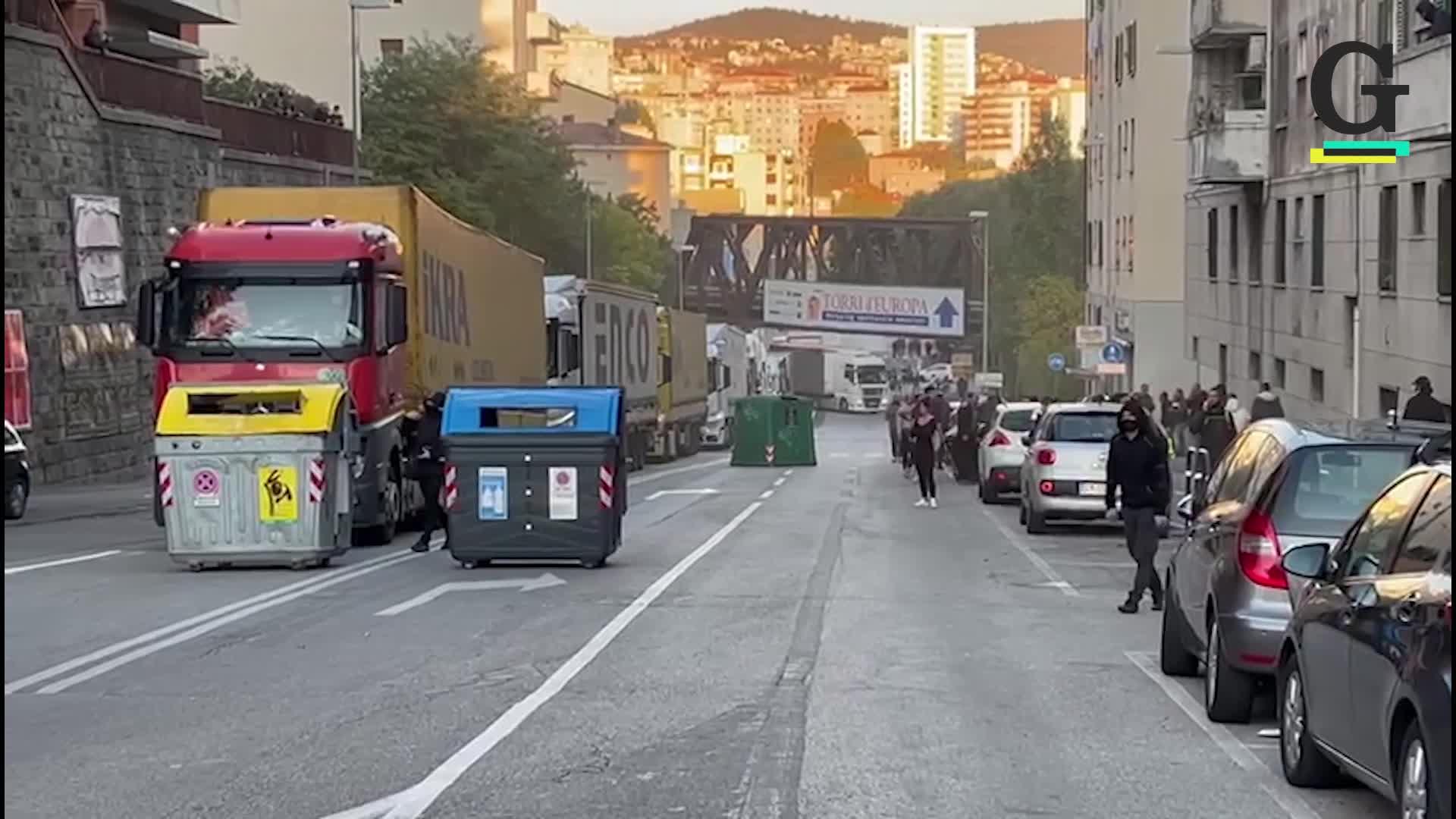 Trieste, fermati altri camion diretti verso il valico 4 del porto