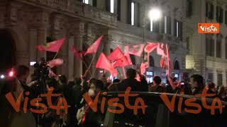 La piazza di Gualtieri canta 'Bella Ciao', le immagini
