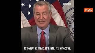 Il sindaco di New York fa la dose antinfluenzale e dà il via alla campagna vaccinale