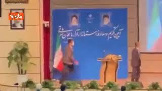 Neo governatore viene schiaffeggiato sul podio in Iran durante la cerimonia di insediamento