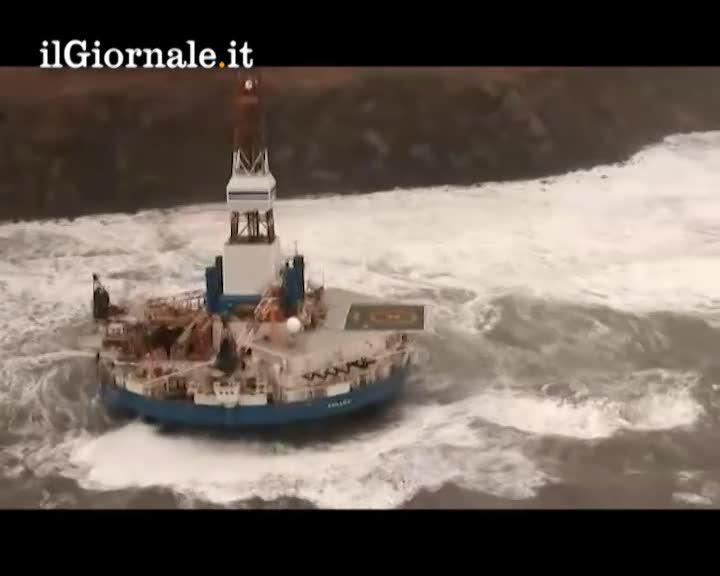 Chiatta petrolifera alla deriva