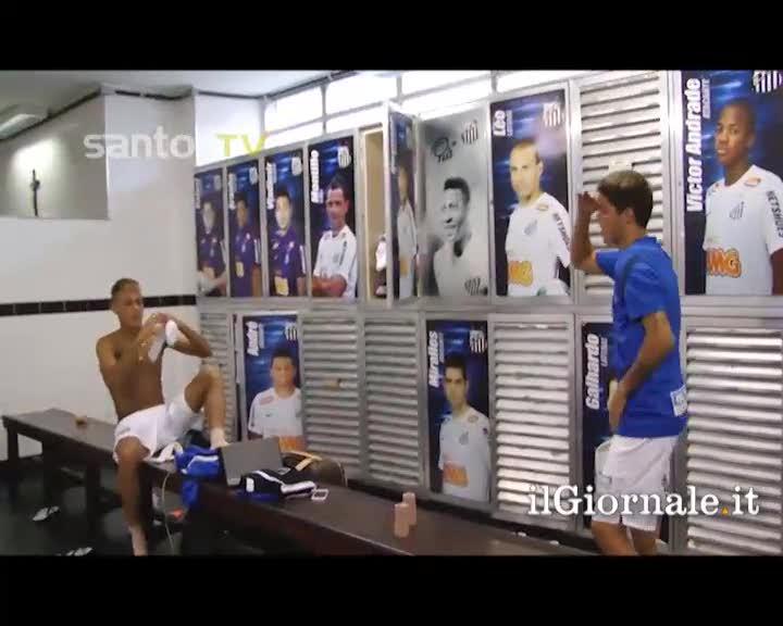 I giocatori del Santos ballano nello spogliatoio