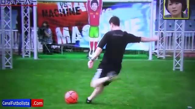 E neanche il robot ferma Messi...