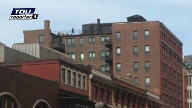 Il mistero dell'uomo sul tetto