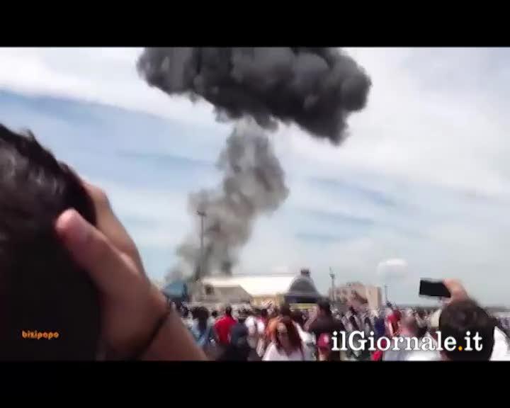 Madrid, aereo precipita durante una dimostrazione