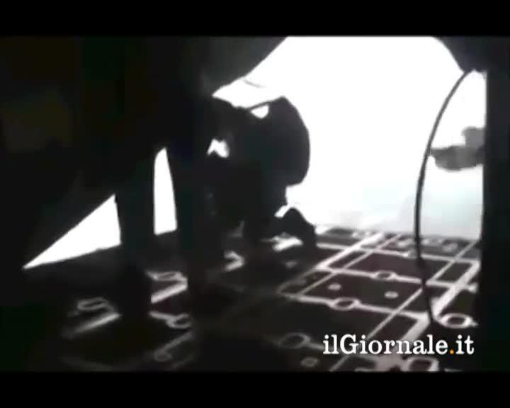 Paracadutista risucchiato nel vuoto
