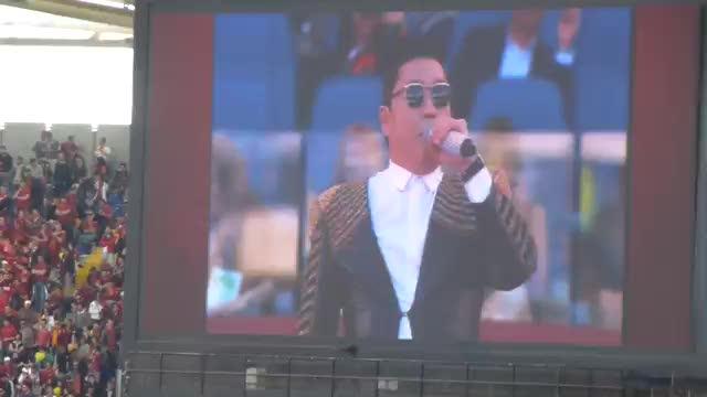 PSY e il suo Gagnam Style fischiati all'Olimpico