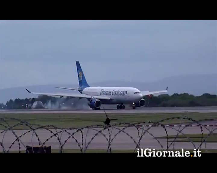 Motore scoppia al momento del decollo