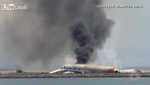 San Francisco, i passeggeri fuggono dall'aereo