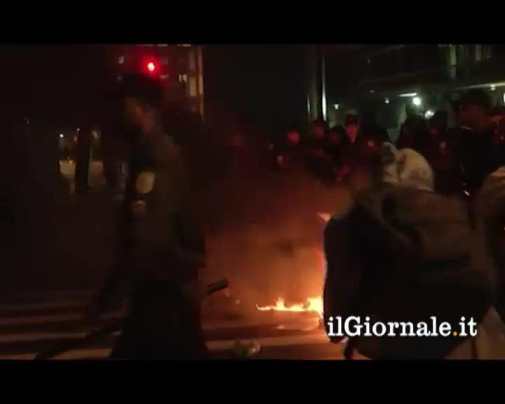 Notte di guerriglia a Rio de Janeiro