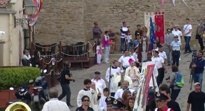 Al Giglio il patrono in processione sotto i flash dei fotografi