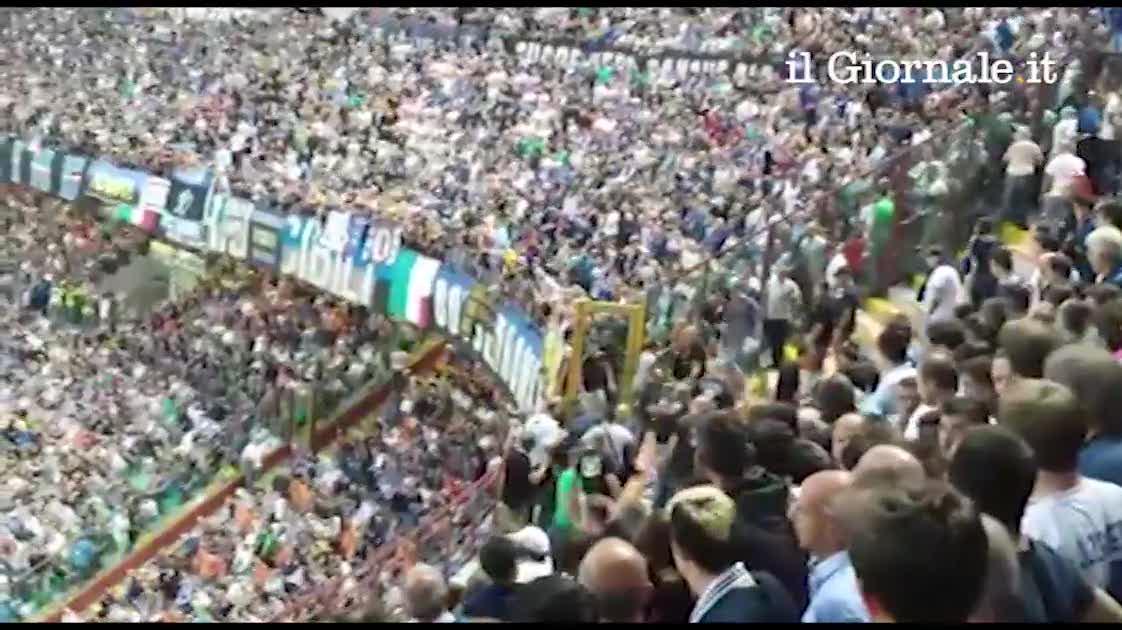 Rissa allo stadio durante Inter-Juve