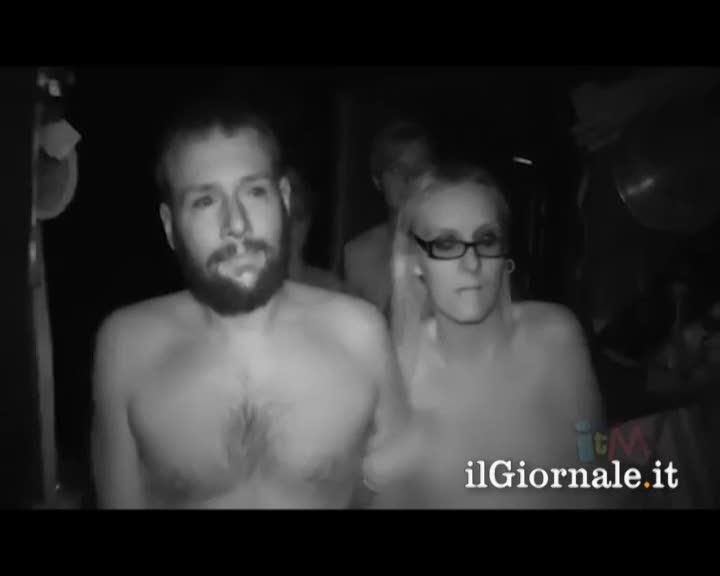 Nudi nella casa dell'orrore