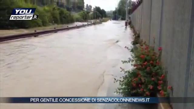 Fiumi d'acqua a Brindisi: esonda il canale Patri