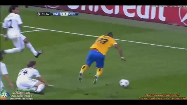 """Vidal """"zappa"""" il terreno di gioco"""