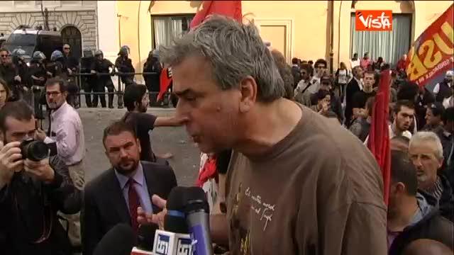 """Un manifestante al corteo: """"Siamo pieni di rabbia"""""""
