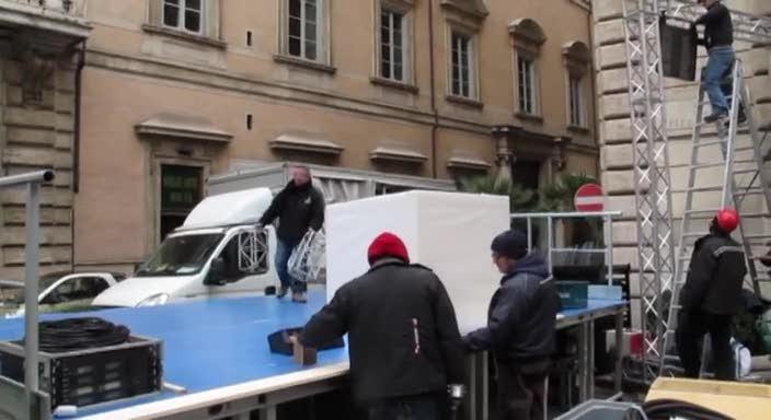 """Il """"cantiere"""" davanti a Palazzo Grazioli"""