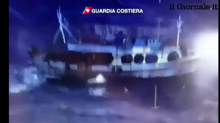Crotone, barcone di immigrati alla deriva