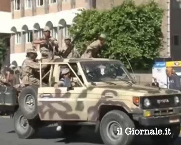 Yemen, autobomba contro ministero della difesa