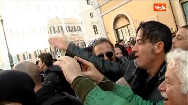 """I Forconi a Damiano: """"Vieni qui che t'intervistiamo"""""""