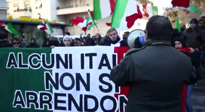"""Sit in di CasaPound al tribunale Roma: """"Simone libero"""""""