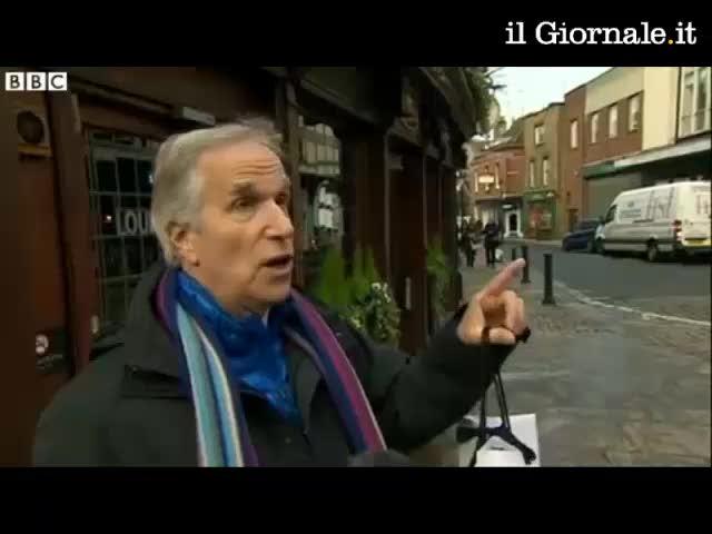 Giornalista della BBC intervista Fonzie e non lo riconosce