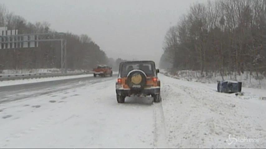 Tempesta di neve colpisce gli Usa