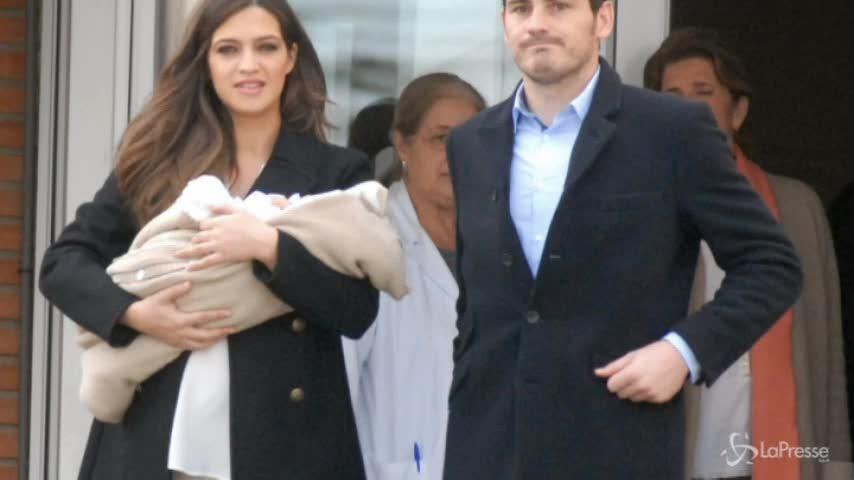 Sara Carbonero e Iker Casillas presentano Martin