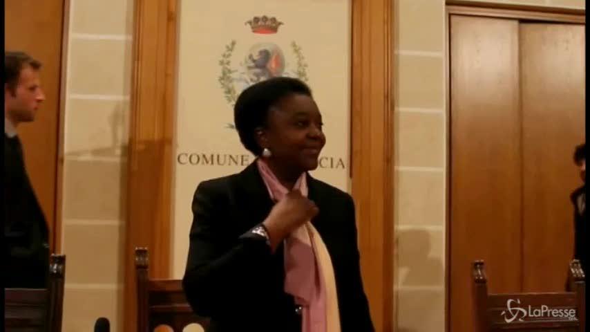 Kyenge a Brescia: scontri tra manifestanti e immigrati