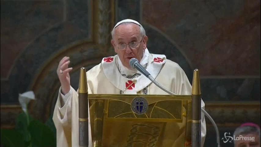 """Il Papa: """"Se i bimbi piangono dategli da mangiare"""""""