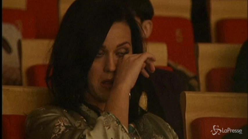 Orchestra cinese suona la sua canzone: Katy Perry piange