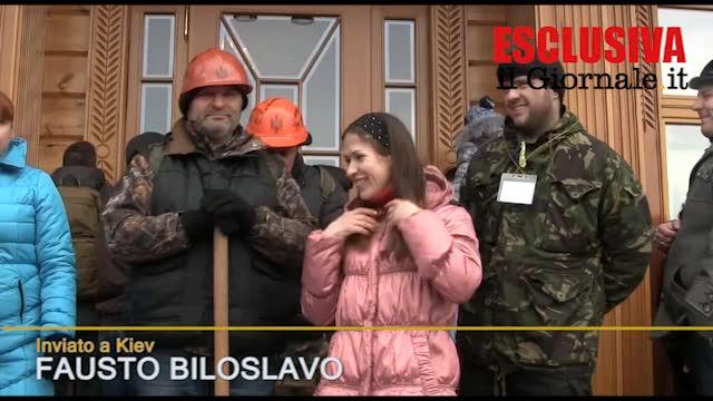 A Kiev giovani, famiglie e pensionati all'ex residenza presidenziale