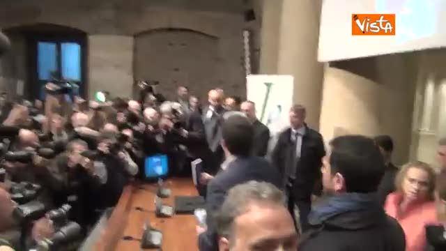 """Renzi scherza con D'Alema: """"Sto alla tua sinistra..."""""""