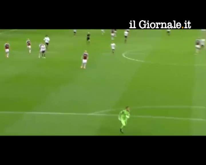 Rooney, pallonetto da manuale dal centrocampo
