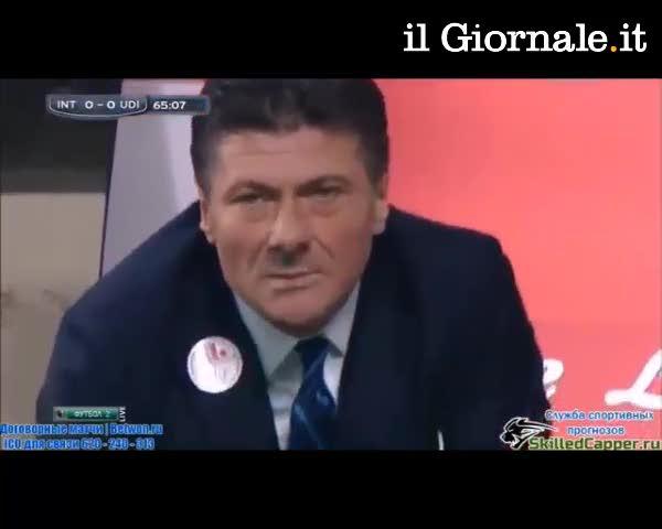"""Inter, Mazzarri """"azzanna"""" la bottiglietta"""
