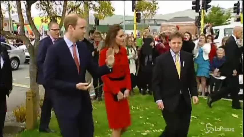 Kate Middleton e il cricket sui tacchi: i sudditi impazziscono