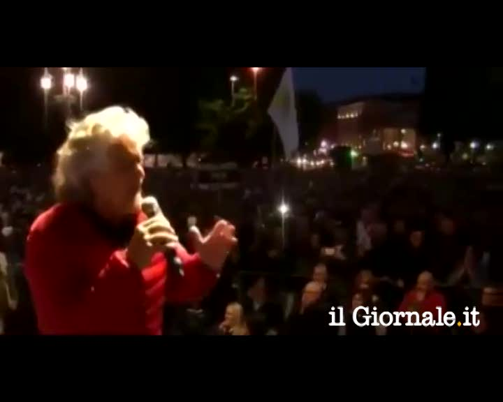 """Follia di Grillo: """"Dudù da mandare alla vivisezione"""""""