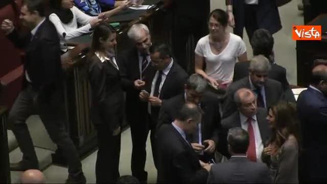 Dl Irpef, Buonanno vota con gli 80 euro in mano